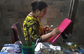 Sadaf Nasim at her easel, 2018.